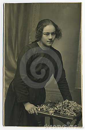 Original 1925 antique photo - young woman