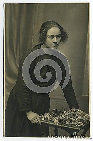 Original 1925 antique photo - young woman