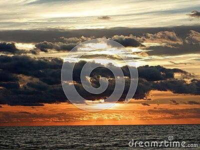 Orizzonte 2 di alba dell oceano
