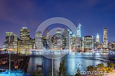Orizzonte di Manhattan alla notte