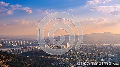 Orizzonte e grattacielo della città di Seoul a Seoul del centro, il Sud Corea, 4K Timelapse archivi video