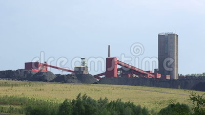 ORLOVA PARESSEUX, RÉPUBLIQUE TCHÈQUE, LE 1ER OCTOBRE 2016 : Mine de charbon noire, charbonnage à ciel ouvert repris banque de vidéos