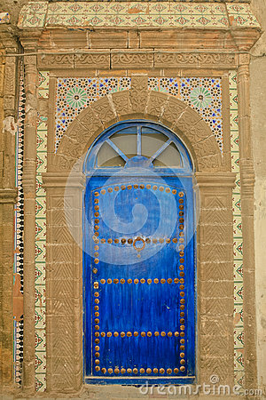 Free Ornate Moroccan Blue Door With Tiles Stock Images - 72731724