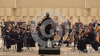 Orquesta clásica que juega en la etapa de la sinfonía, trabajo noble