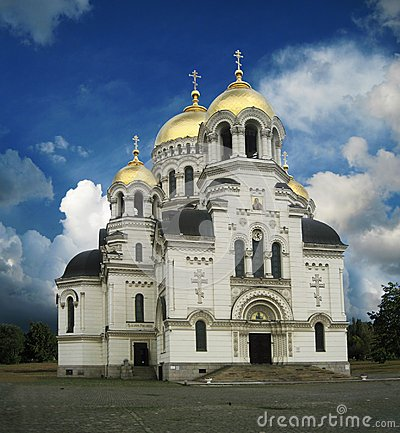 Free Orthodox Christian Church With Golden Domes Royalty Free Stock Photography - 106467177