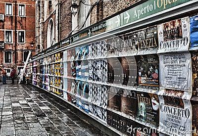 Os cartazes de Veneza Foto Editorial