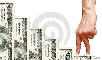 Os dedos vão acima dos dólares das escadas
