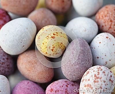 Os doces cobriram ovos de chocolate