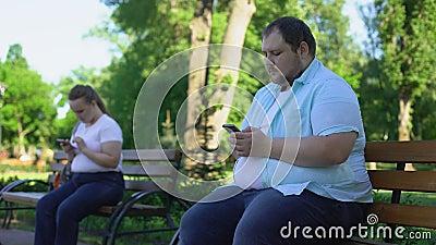 Os povos gordos fáceis comunicam-se na rede social mas no conhecimento receoso na realidade filme
