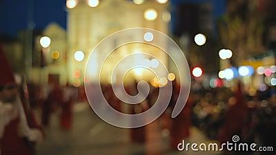 Os povos vestiram-se em trajes tradicionais participam procissões da Semana Santa vídeos de arquivo