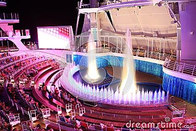 Oásis a bordo do teatro do Aqua dos mares Fotografia Editorial