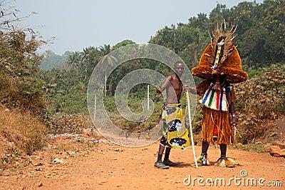 Otuo年龄层节日-化妆舞会在尼日利亚 编辑类库存图片