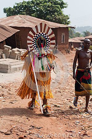 Otuo Ukpesose festival - Itu-maskerad i Nigeria Redaktionell Arkivbild