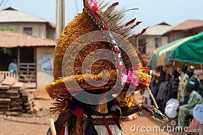 Фестиваль Otuo Ukpesose - Itu Masquerade в Нигерии Редакционное Стоковое Фото