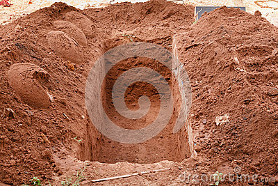 Otwiera grób