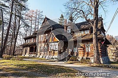 Oud en bekend huis in zakopane redactionele foto afbeelding 28171641 - Oud en modern huis ...