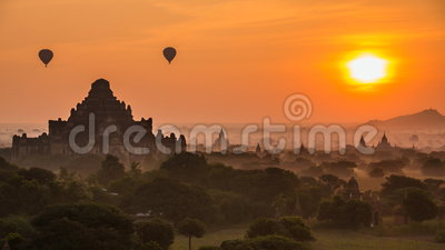 Oud Imperium Bagan Of Myanmar And Balloons op Zonsopgang stock footage