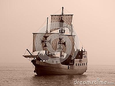 Oud slagschip op zee