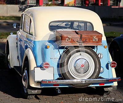 Oude auto Moskvich Redactionele Afbeelding