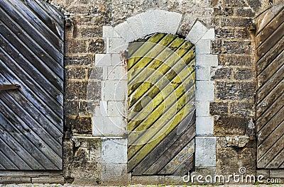 Oude deuren in oud Riga, Letland