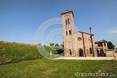 Oude kerk dichtbij Felonica