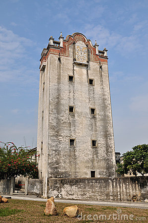 Oude militaire watchtower in werf van Zuidelijk China