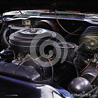Oude motor van een auto