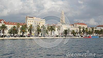 Oude stad Split, Centraal-Dalmatië, Kroatië Panorama Paleis van Diocletian, Riva promenade, Bell-toren, kathedraal van Saint Domn stock video
