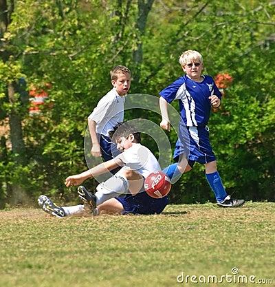 Oude voetbal van de jongen 12 14 het jaar redactionele foto afbeelding 13917951 - Jaar oude kamer van de jongen ...