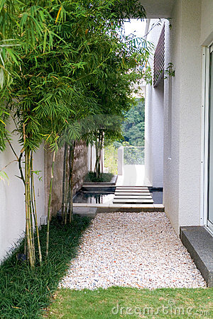 Outdoor patio in rock ad grass