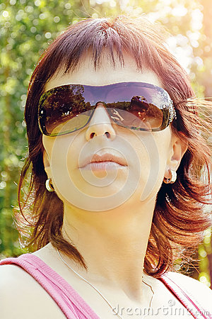 Outdoor portrait of pretty woman with reflection in sunglasses