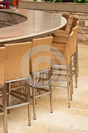Outdoor Round Table Bar