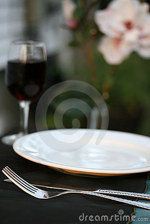 Free Outdoor Table Setting Stock Images - 5584544
