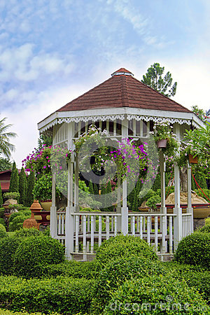 Free Outdoor Wooden Gazebo With Flowers In A Beautiful Garden Stock Photo - 41318110