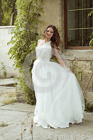 Free Outdoors Woman Portrait. Beautiful  Bride In Luxurious White Wed Royalty Free Stock Photography - 42277857