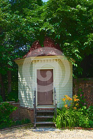 Free Outhouse In Colonial Mount Vernon Plantation Stock Image - 31673211