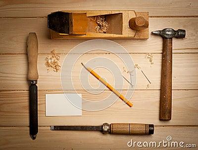 outils de menuiserie sur le fond en bois de table avec photo stock image 47599752. Black Bedroom Furniture Sets. Home Design Ideas