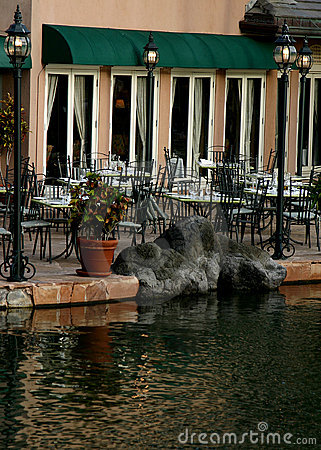 Free Outside Cafe On Waters Edge Royalty Free Stock Photos - 4000688