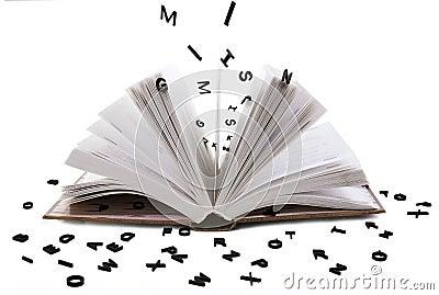 Ouvrez les lettres noires de whith de livre