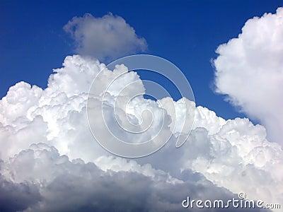 Ovanför skyen