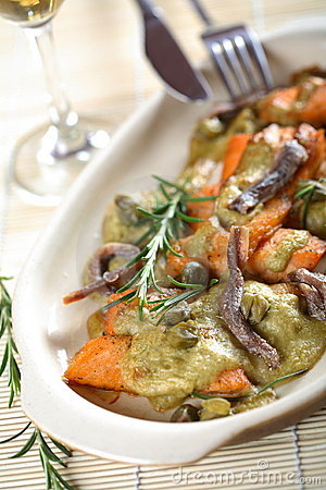 Free Oven Kipper In Dressing Royalty Free Stock Photos - 2472658