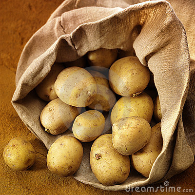 Free Overflowing Bag Of Potatos Royalty Free Stock Images - 1019129