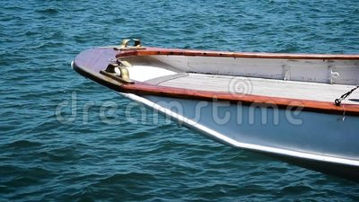 Overhanging αυστηρό 19ο Yacht_306 απόθεμα βίντεο
