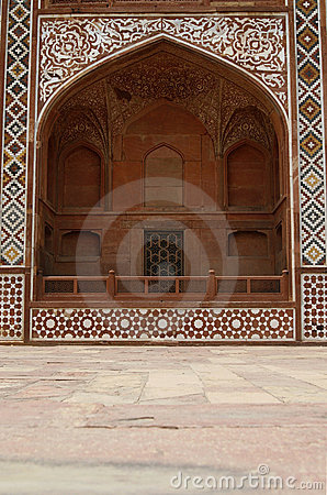 Overladen voorzijde van het Graf van Akbar. Agra, India