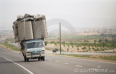 Overloaded lorry in Syria