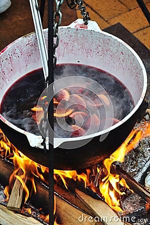 Overwogen wijn op brand