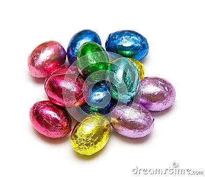 Ovos de chocolate envolvidos folha