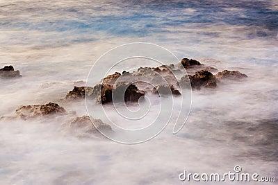 Ozean am Sonnenaufgang, abstrakte Landschaft