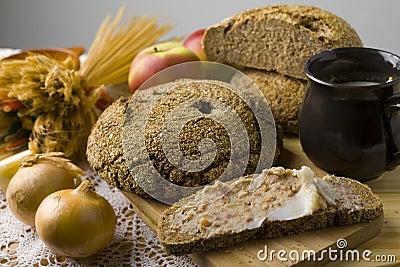 Pão espalhado com banha
