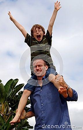 Père et fils heureux